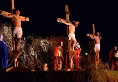 Paróquia Nossa Senhora da Saúde da Praia da Caponga (CE), realiza Encenação da Paixão de Cristo